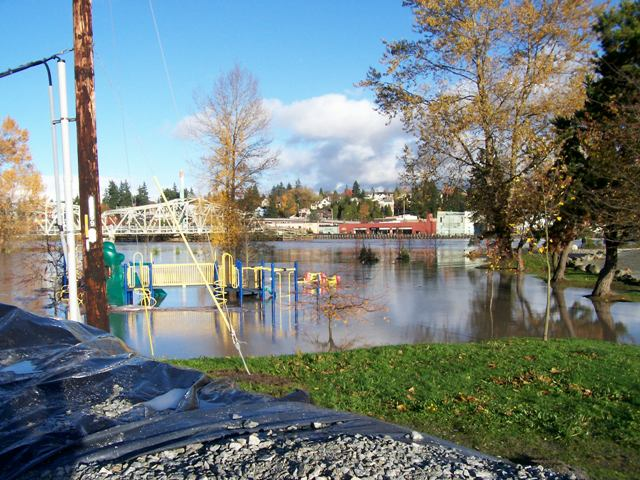 Edgwater Playground flooded in 2003